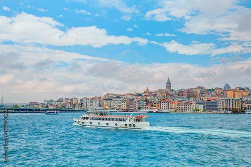 Poster Turquie Galata Tower, Galata Bridge, Karakoy district and Golden Horn at morning, istanbul - Turkey
