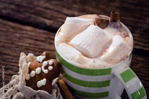 Foto op Plexiglas Chocolade Gingerbread cookies and hot chocolate on wooden plank