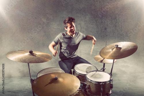 Fototapeta Schlagzeuger beim Spielen