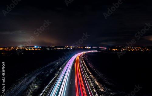 Schnellstraße am Abend Fototapet