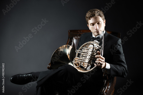 Foto auf AluDibond Musik Portrait of classical musician with french horn