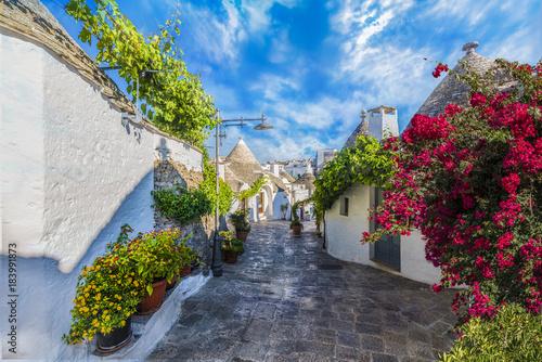 Domy Trulli w mieście Alberobello, Apulia, Włochy.