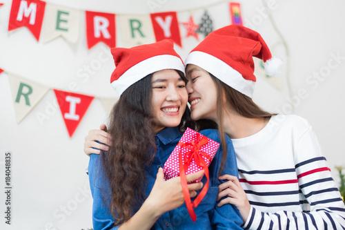 MARVA: Lesbos giving a kiss