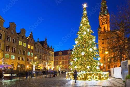 fototapeta na szkło Beautiful Christmas tree in old town of Gdansk, Poland