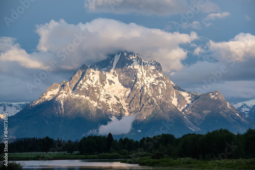 Spoed Foto op Canvas Natuur Mountains in Grand Teton National Park at morning. Oxbow Bend on the Snake River.