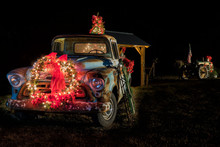 Country Christmas Truck And Tr...