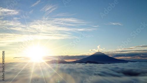 Valokuva 富士山と日の出