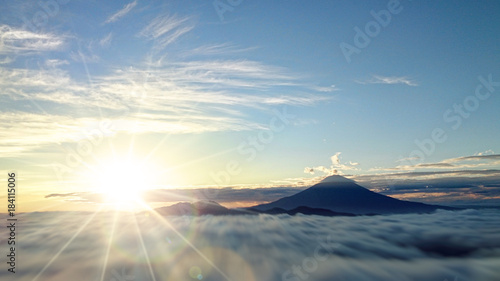 Obraz 富士山と日の出 - fototapety do salonu