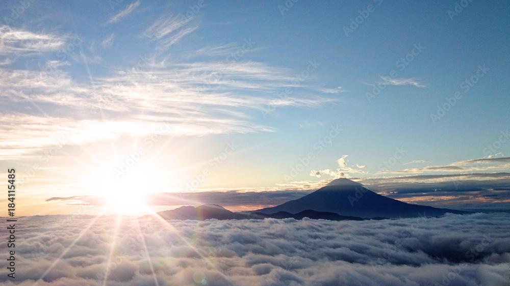 Fototapeta 富士山と日の出と雲海