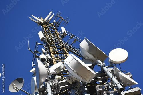 Foto Mast, Funkturm, Sender, Sendemast, Antenne UHF, VHF, Richtfunk, Satellit, Schüss