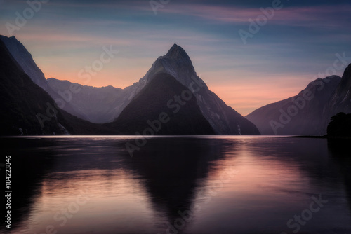 Foto auf Leinwand Grau Milford Sound New Zealand