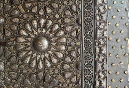 Poster Maroc Ornaments of the bronze-plate ornate door of the residence hall of Manial Palace of Prince Mohammed Ali Tewfik, Cairo, Egypt