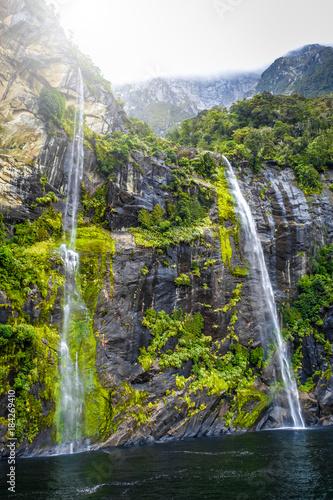 Foto op Aluminium Oceanië Waterfall in Milford Sound lake, New Zealand