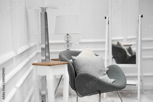 Urządzony pokój w nowoczesnym stylu