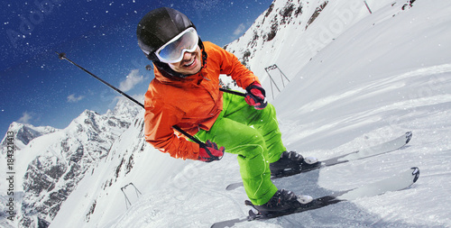 Poster Glisse hiver Winter Sport. Skier in mountains.