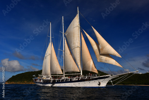Side view of sailing boat in cruise. © FashionStock