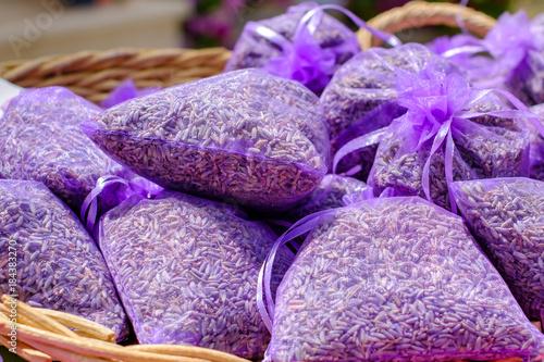 Garden Poster Lavender Les sachets de lavande sechée dans le panier.