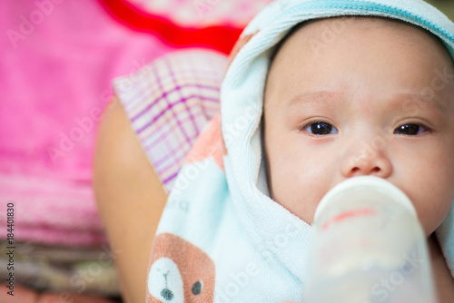 Fotografie, Obraz  The face of the baby's eyes, the expression of the sadness of cr