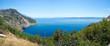 Küstenlandschaft mit blauem Meer