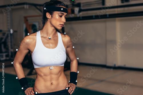Foto Female athlete with motion capture sensors in biomechanics lab