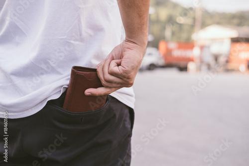 Fotografía  Rear view of man keeping wallet in back pocket of his chino pant