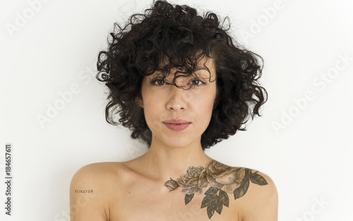 Foto  Portrait of a tattoed woman