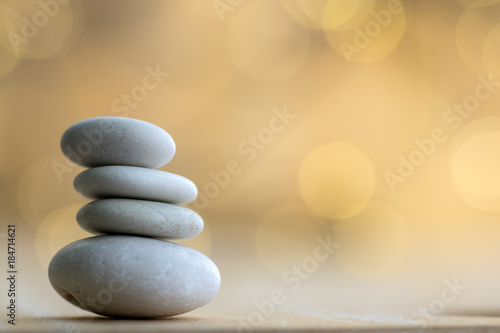 Foto Harmony and balance stack of smooth white pebbles on Christmas reflections backg