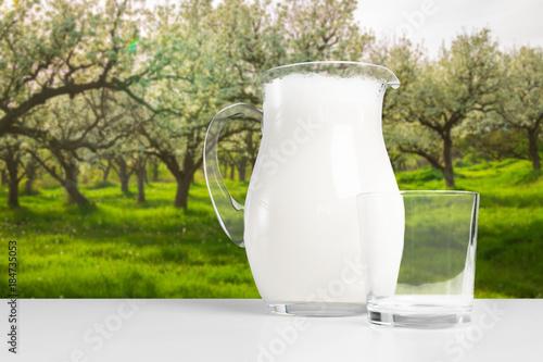 Zdjęcie XXL mleko na stole