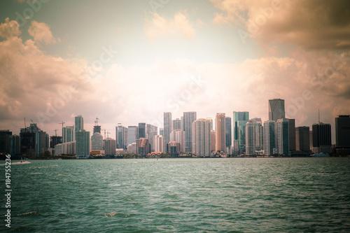 Fototapeta Piękna Miami Floryda linia horyzontu przez Biscayne zatokę
