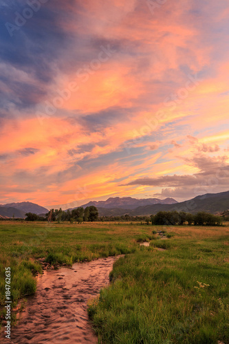 Papiers peints Corail Sunset in a rural valley, Utah, USA.