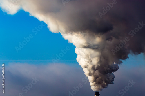 Industrial smoke from the plant pollutes the air Fototapete