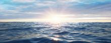 Wasserwellen Im Meer Bei Sonne...