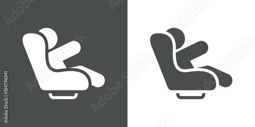 Fotografía Icono plano silla infantil coche gris y blanco