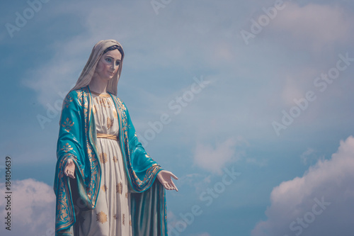 The Blessed Virgin Mary statue standing in front of The Cathedral of the Immaculate Conception at The Roman Catholic Diocese with blue sky in the background at Chanthaburi Province, Thailand Billede på lærred