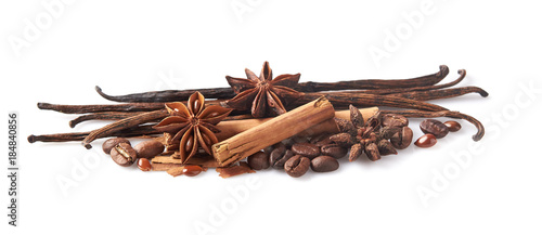 Salle de cafe spices on white background