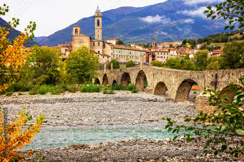 Photo Bobbio - beautiful medieval town with impressive roman bridge, Italy