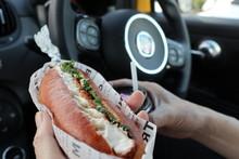 車内で食べる軽食