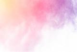 Eksplozja wielobarwnego proszku. Piękny proszek odlatuje. Chmura świecącego koloru proszku na białym tle - 184914659