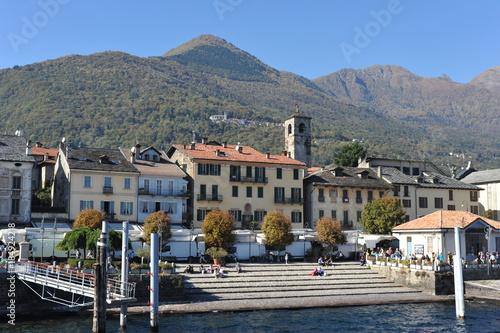 Obraz na plátně  Hafen und Landesteg von Cannobio am Westufer des Lago Maggiore, Tessin, Italien