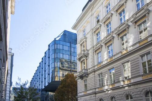 Fotografie, Obraz  Kontrast - Altbau - Neubau