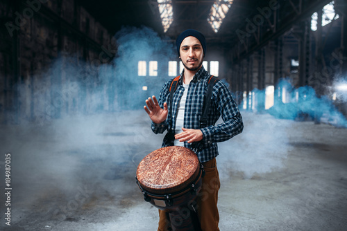 Fotografia Male drummer playing on wooden drum