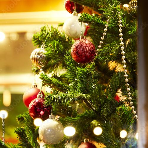 Christmas Tree Decorations In The Home Kaufen Sie Dieses Foto Und