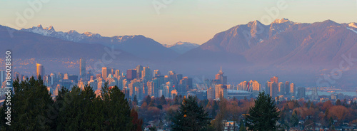 Fotomural Vancouver BC Downtown Cityscape at Sunset Panorama British Columbia Canada