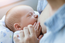 Breastfeeding For Newborns Mot...