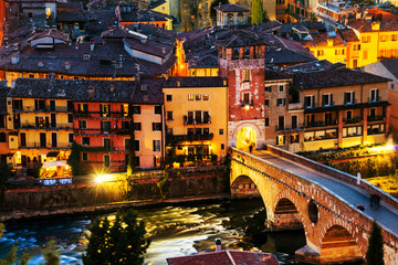 Fototapeta Miasta Aerial view of the old town Verona, Italy at night