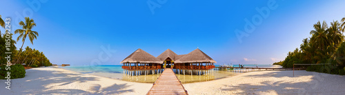 Foto op Canvas Tropical strand Tropical Maldives island