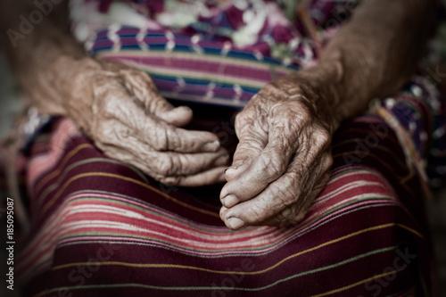 Foto  Old Karen Woman's Hands