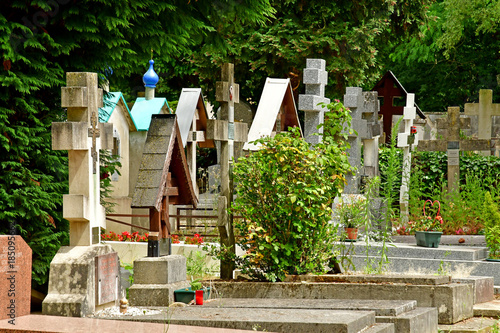 Foto op Canvas Begraafplaats Sainte Genevieve des Bois, France - june 22 26 17 : russian cemetery