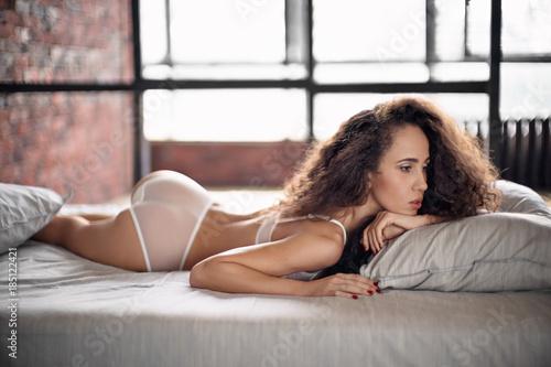 Obraz Romantic beautiful woman lying in bed - fototapety do salonu