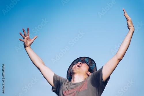 Fotografie, Obraz  喜ぶ若い男性